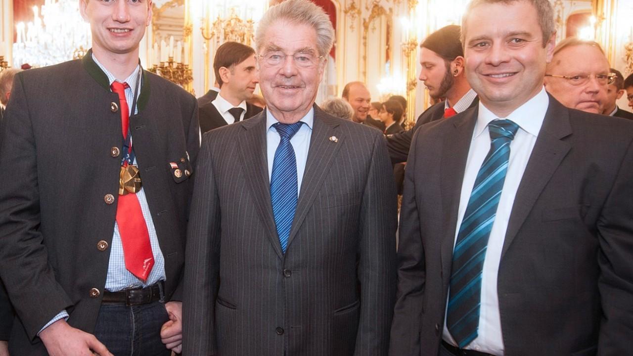 Foto mit Bundespräsident und Lehrling Schönbichler.jpg