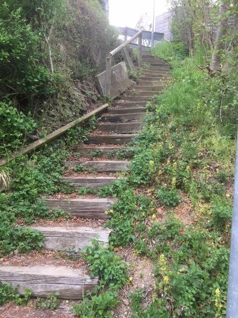 Treppe in Dietenheim vor der Sanierung mit Alpineisen