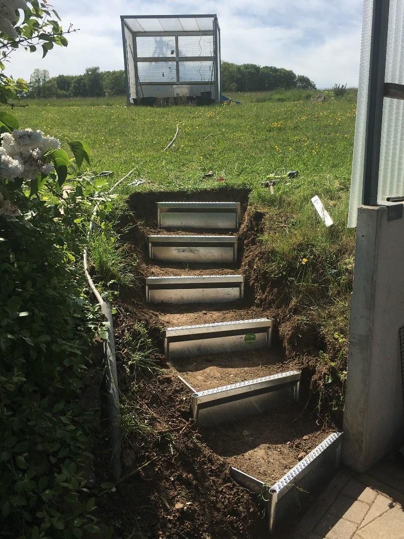 Alpineisen-Montage im Privatgarten