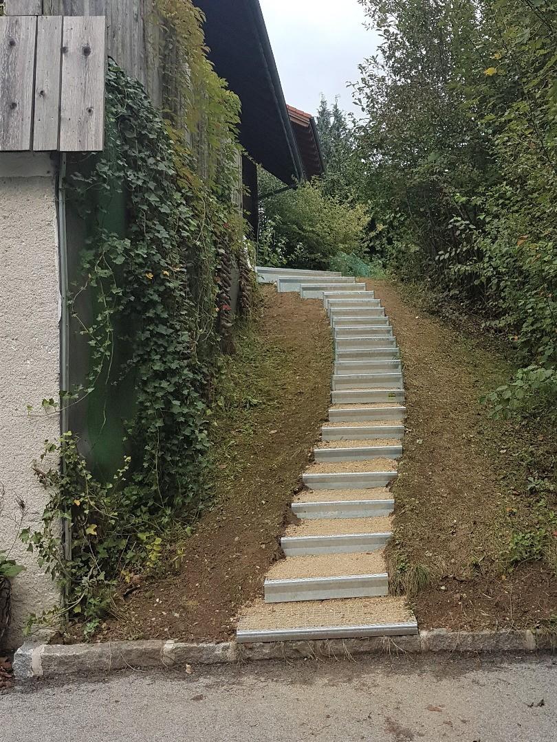 Alpineisen-Stufen im Privatgarten