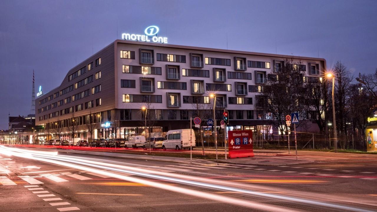 MotelOne1.jpg