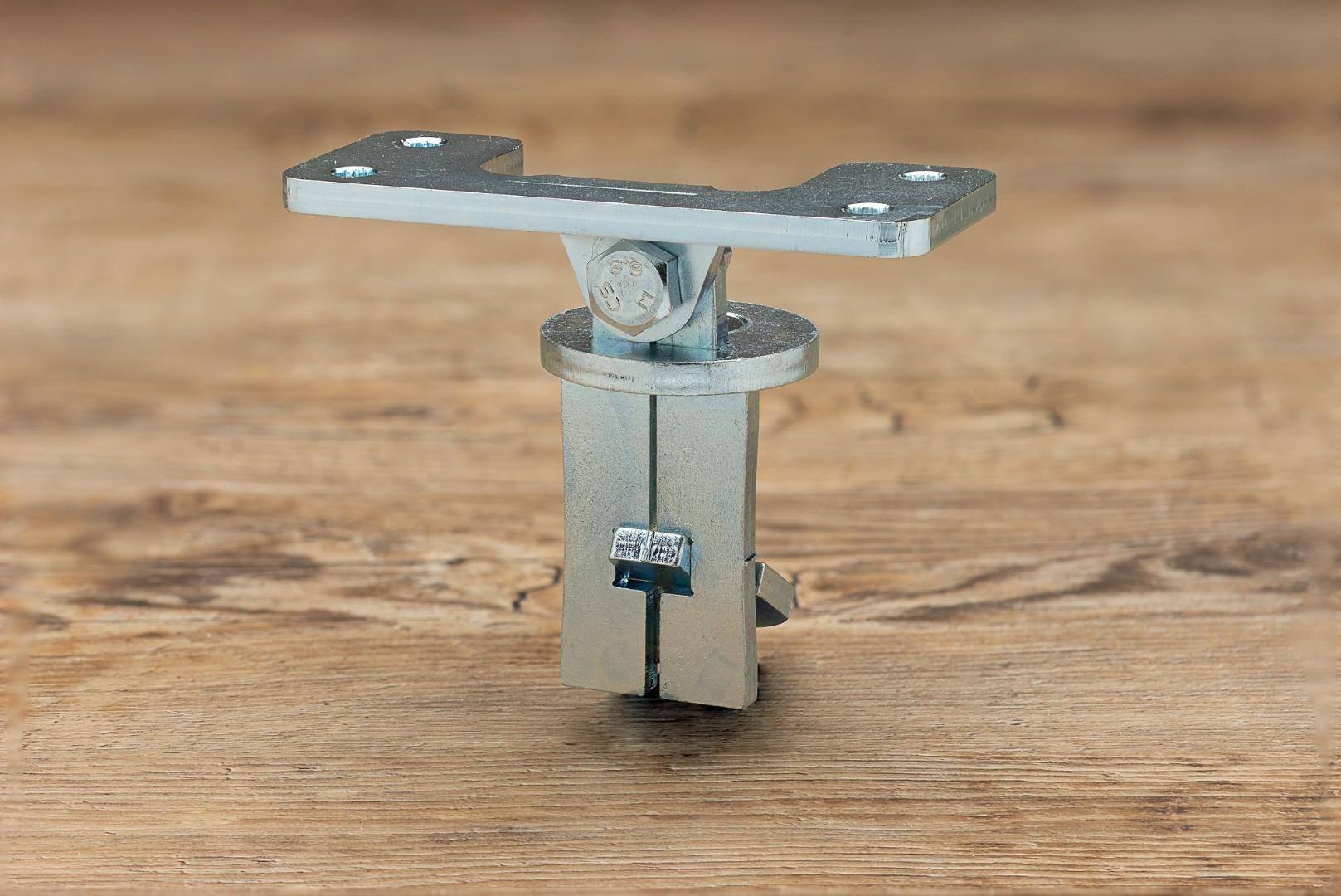 Stirnverbinder und Flachverbinder zum Anschluss des Stehers an den Handlauf aus Holz